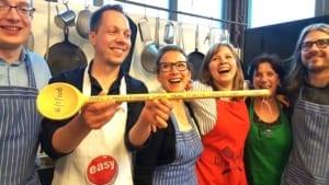 afbeelding winnend team teambuilding kookworkshop kookstudio amsterdam dennis leeuw