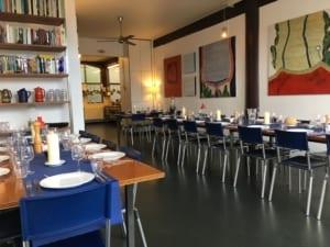 afbeelding van de eetkamer van kookstudio dennis leeuw in amsterdam